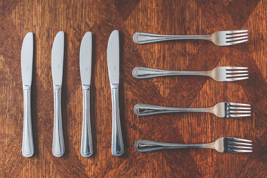 rezerwacje chata po zbóju noże i widelce
